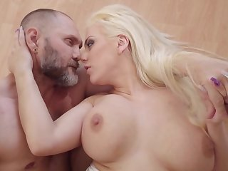 Massive dick nicely enters earn blonde's welcoming peach