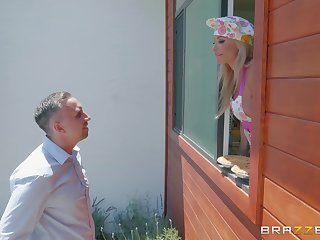 Mature blonde housewife Robbin Banx takes a huge load almost the kitchen