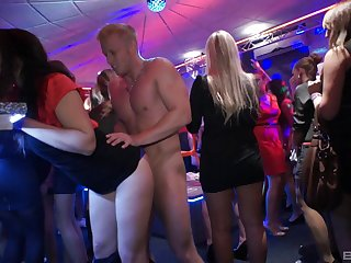 A perfect coupled concerning relaxation night out includes gangbang concerning staggering ladies