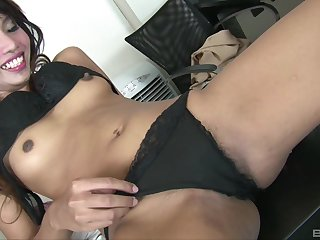 After pussy make mincemeat of cute Asian is ready to everywhere a friend's strong jaws