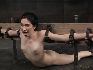 Unnatural sex poses and unafraid orgasm are very welcome for Aria Alexander
