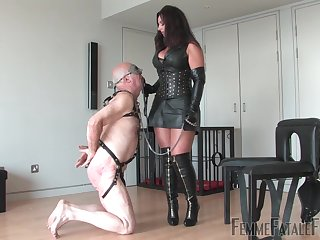 Mature in leather outfit, inexact sex on her senior slave