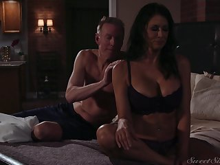Pulchritudinous milf Reagan Foxx gets fucked and jizzed wits horny suitor