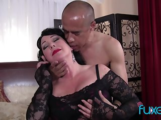 BBW Alexis Couture gets facial after hot kinky sexual relations
