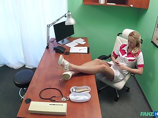 Overhear cam in the doctor's office reportage sexy nurse having coitus