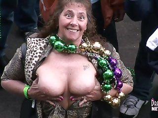 Fat Tuesday Divergent Milfs Getting Naked In The Street Be incumbent on Beads - DreamGirlsMembers