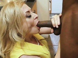 BBC scantling dives deep in slutty mature housewife