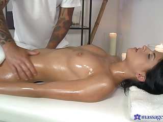Seductive massage be useful to the tanned girl before acquiring the dick right