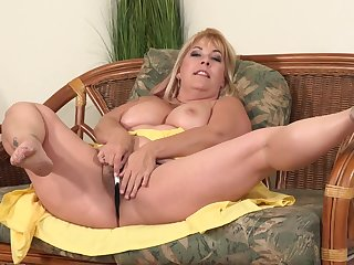 Curvaceous, blonde mature, Joclyn Stone is using a imbibe dildo to drill her hairy pussy