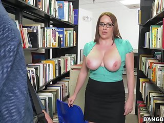Busty mature Maggie Green drops on the brush knees to give a blowjob