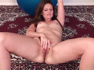 Solo grown-up Tiffany Owens moans while fingering her messy pussy
