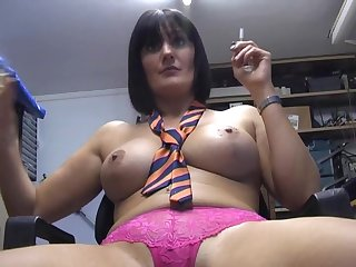 Dirty babe Paige Monroe loves smoking while pleasuring their way pussy
